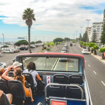 tourists-on-double-decker-sightseeing-bus-in-cape-town-south-africa_t20_pxoPRP